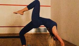 Ilary Blasi fa yoga, che acrobazie senza il Pupone