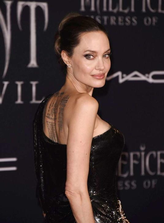 Angelina Jolie, fascino e stile da diva