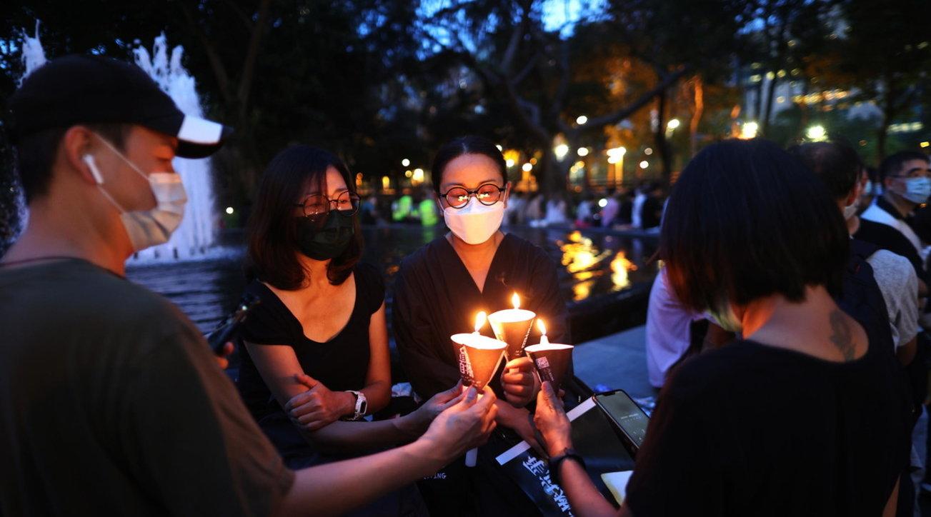 Migliaia di candele illuminano Hong Kong per ricordare Piazza Tienanmen