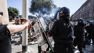 Roma, manifestazione Forza Nuova e ultrà: disordini al Circo Massimo
