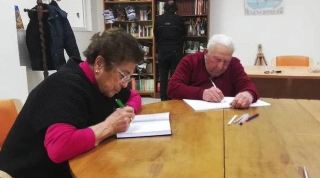 """Scuola, tre nonni conseguono la licenza media nel Barese: """"E' un sogno"""""""