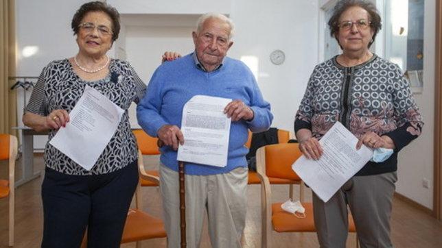 """""""E' un sogno che si avvera"""". tre nonni conseguono la licenza media"""