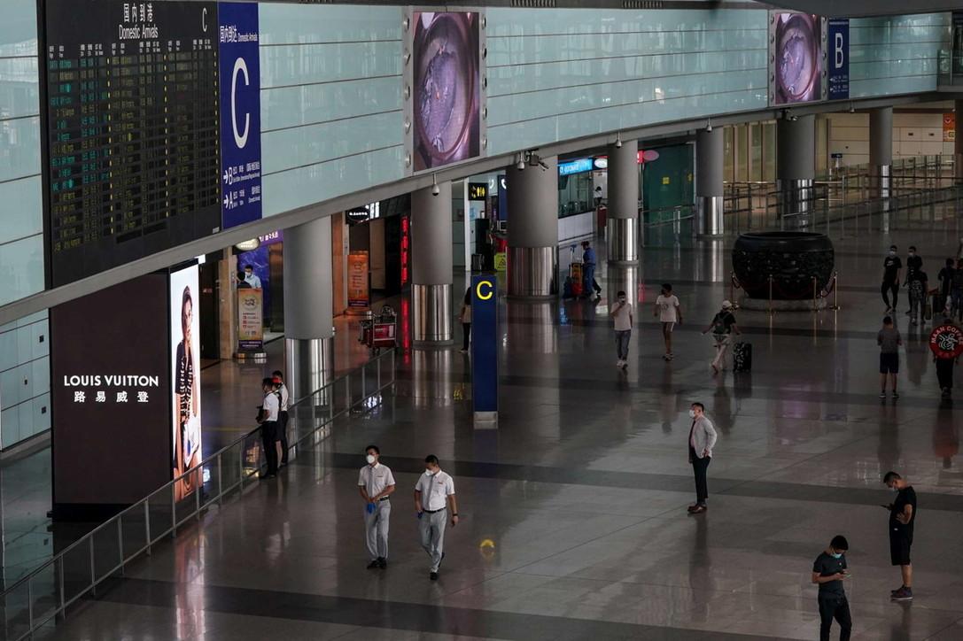Coronavirus, Pechino chiude due aeroporti per il timore di una seconda ondata