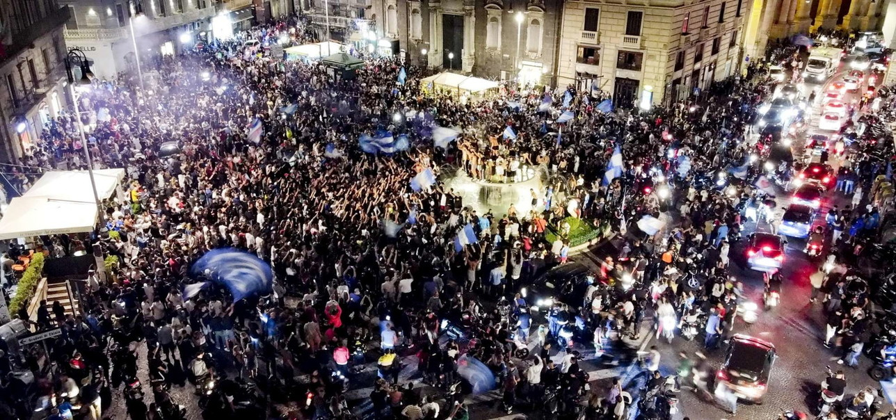 Coppa Italia al Napoli, caroselli e fuochi d'artificio nella città partenopea