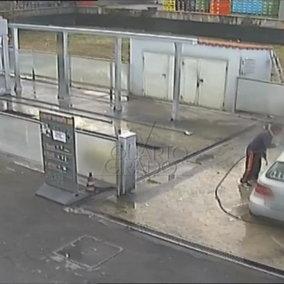 Gorlago, le telecamere riprendono Chiara Alessandri all'autolavaggio