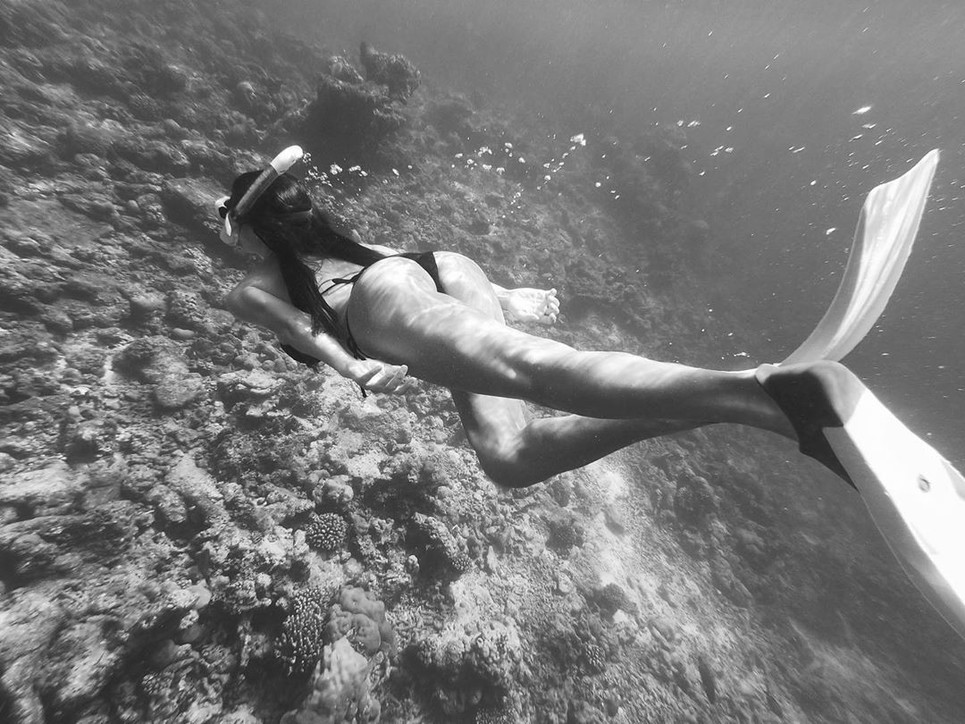 Francesca Fioretti sirena sexy: si immerge e mostra il lato B