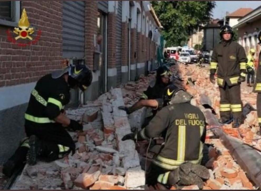 Varese, crolla il tetto di un edificio: morti una mamma e i suoi due bambini