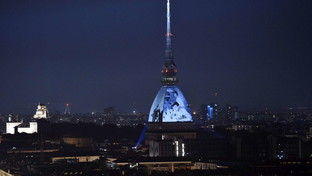 Torino, la Mole diventa cinema all'aperto: film d'epoca proiettati sulla cupola