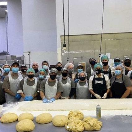 Meghan e Harry sono volontari in una panetteria di Los Angeles