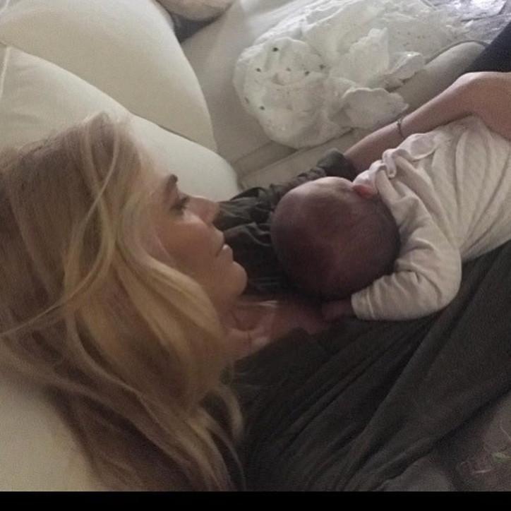 Eleonora Daniele, tenero scatto social della neonata per il complimese