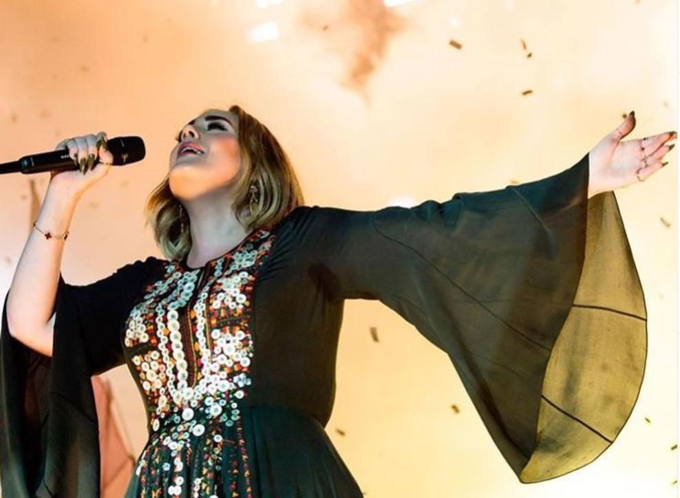 Adele torna sui social e mostra i chili persi