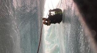 Alpinista caduto, le operazioni dei soccorsi per il recupero nel crepaccio