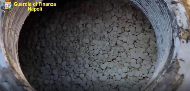 La Gdf sequestra nel porto di Salerno 14 tonnellate di droga dell'Isis