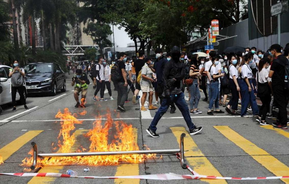 Hong Kong, proteste contro la nuova legge sulla sicurezza nazionale: scontri con la polizia