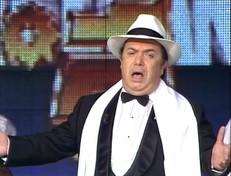 """Lino Banfi compie 84 anni: rivediamolo in versione cantante a """"Buon Compleanno Canale 5"""""""