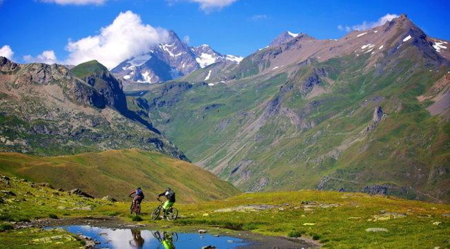 Valle d'Aosta a 360° per gli amanti delle due ruote