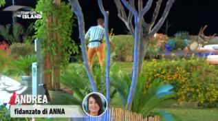 """""""Temptation Island"""", Andrea pazzo di gelosia lancia sedie in aria"""