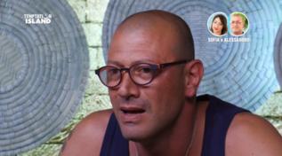 """""""Temptation Island"""", Alessandro chiede il falò di confronto con Sofia: """"Mente: anche lei mi ha tradito"""""""