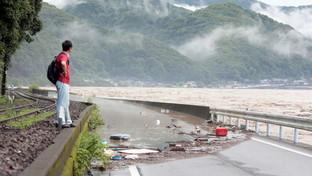 Giappone, violente piogge e smottamenti: almeno due morti e75mila sfollati