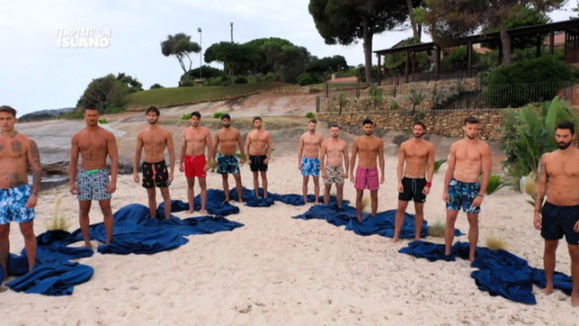 Temptation Island, le foto dei 12 single tentatori