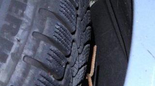 Tav, agguato alla polizia: chiodi in autostrada, forate le gomme dei mezzi che andavano al cantiere di Chiomonte