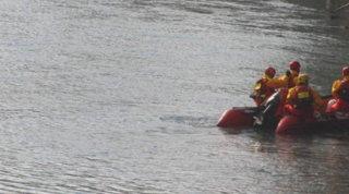 Si tuffa dal pedalò in un lago nel Bellunese, annega 28enne