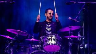 Gli 80 anni di Ringo Starr, dai Beatles a oggi: le foto della sua carriera