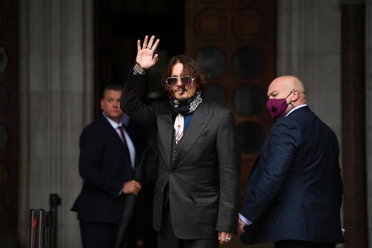 """Johnny Depp e Amber Heard in aula per il processo al """"Sun"""""""