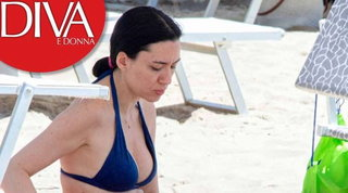 Relax in bikini per la ministra Azzolina