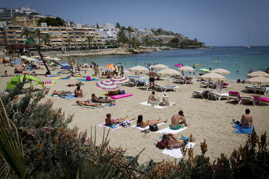 Coronavirus in Spagna, mascherina obbligatoria sulle isole Baleari