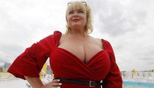 Kiev incorona Mila, modella e assistente ucraina dal seno da record | Guarda le foto