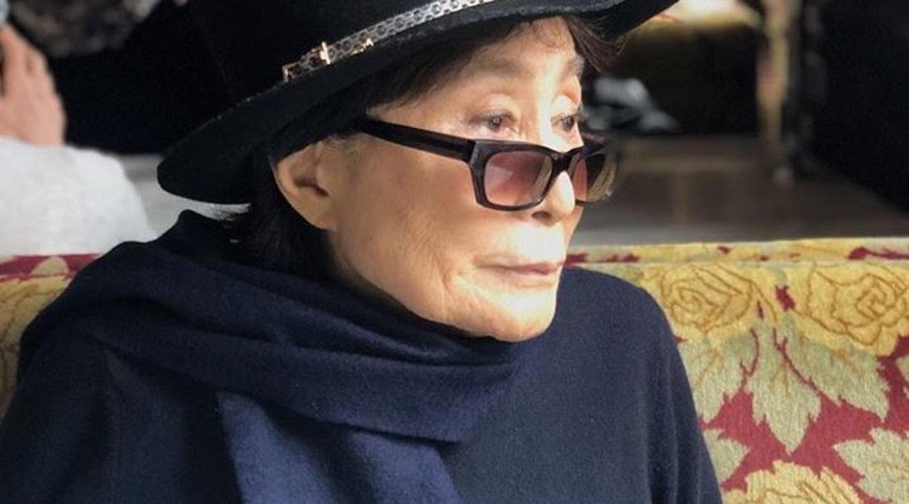Il tempo passa anche per Yoko Ono