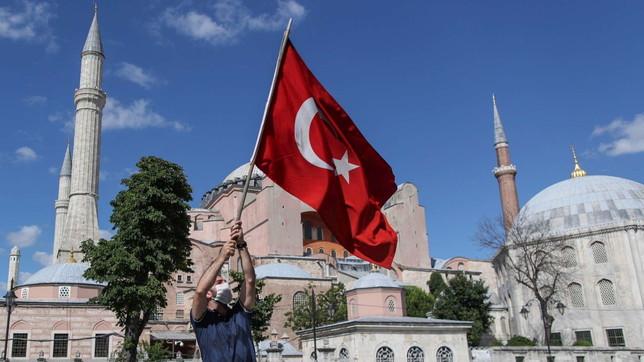 Strappo della Turchia, il museo di Santa Sofia torna ad essere moschea