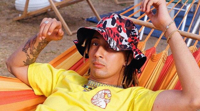 Paura per il rapper Ghali: aggredito in casa da una fan esagitata