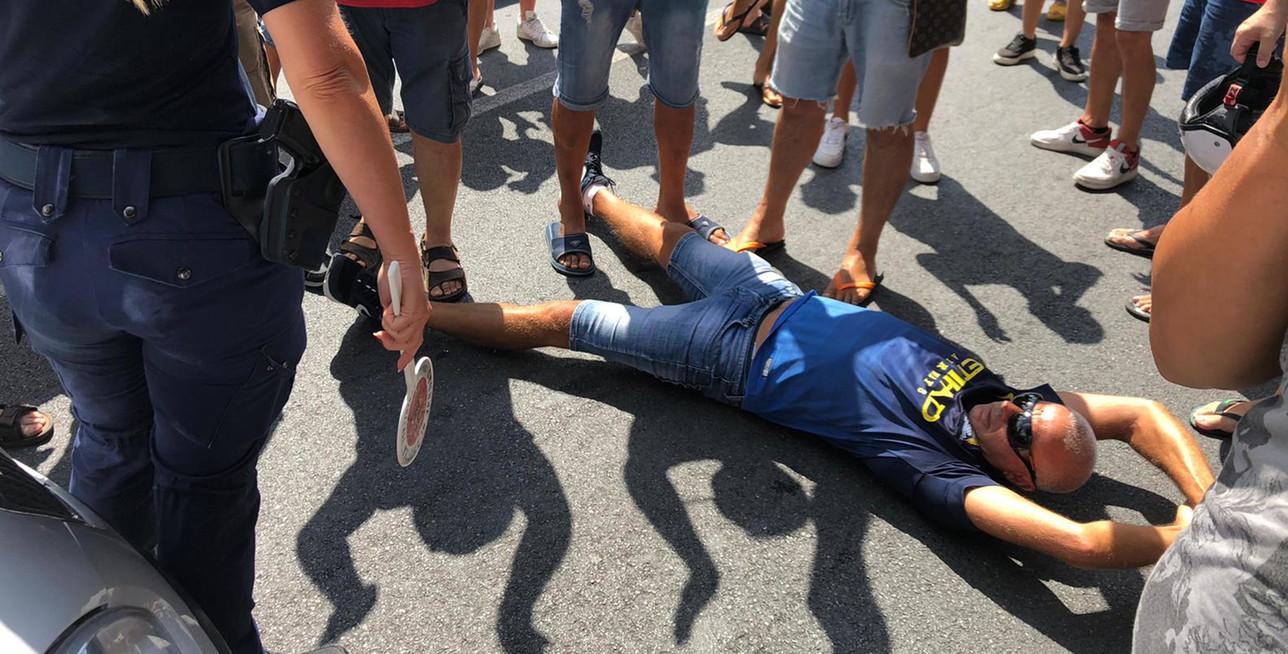 Coronavirus, ad Amantea (Cosenza) protesta per l'arrivo di 13 migranti positivi
