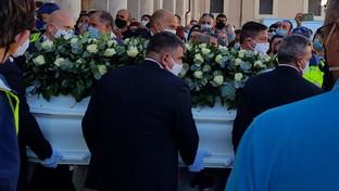 Ragazzi morti per un mix di droghe, i funerali nel Duomo di Terni
