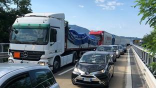 Cantieri, paralizzato il nodo autostradale di Genova