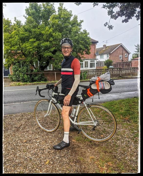 Coronavirus, da Londra all'Italia in bici per una promessa fatta al padre morto di Covid