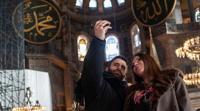 Istanbul, Santa Sofia sarà aperta a turisti dopo le preghiere musulmane