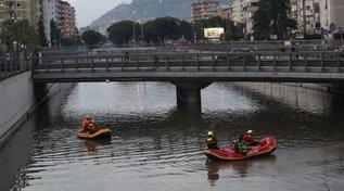 Violento temporale su Palermo, la gente nuota in strada