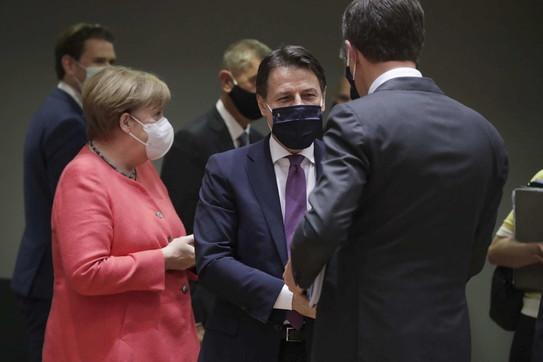 Battaglia sugli aiuti al vertice Ue, è scontro Conte-Rutte