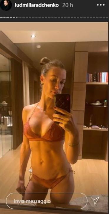Ludmilla nackt Radchenko Frau Mit