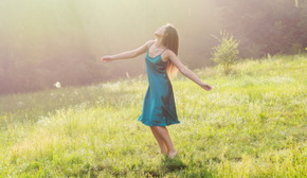 Barefoot, tanti buoni motivi per camminare a piedi nudi