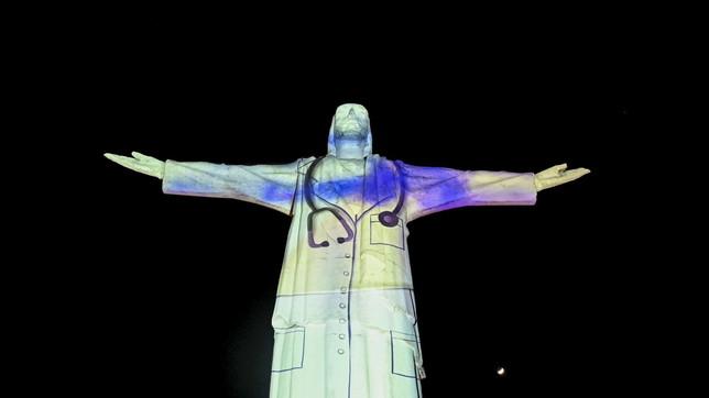 Colombia, sul Cristo Re di Cali l'omaggio ai sanitari che combattono il Covid19