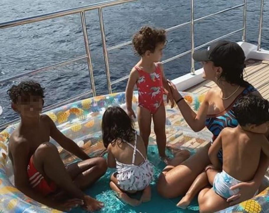 CR7 prende il largo con Georgina, ecco i segreti dello yacht da oltre 5 milioni di euro
