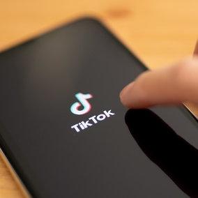 TikTok, Microsoftin trattativa per l'acquisto e Trump pronto a vietare l'app negli Usa