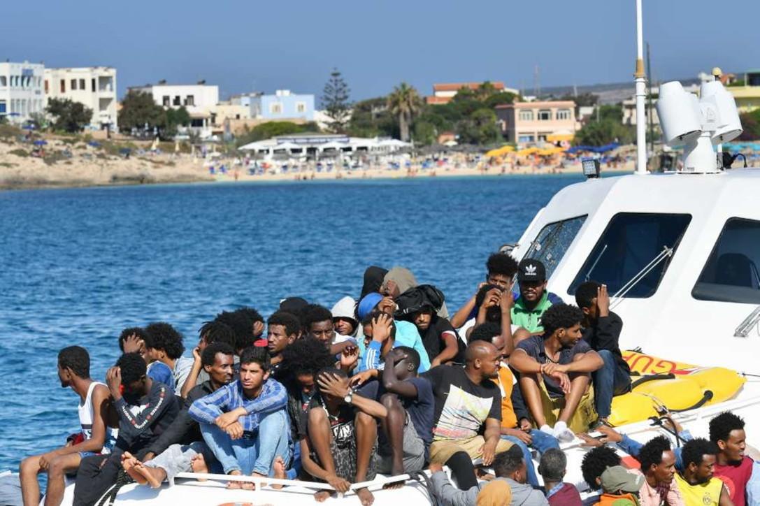 Nuovi sbarchi a Lampedusa, arrivati 250 migranti