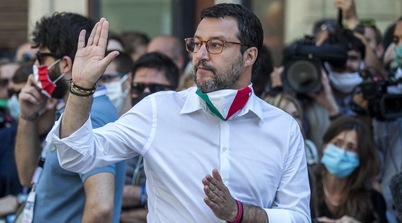 """Coronavirus, Salvini: """"Zingaretti pensi alle mascherine fantasma"""" thumbnail"""