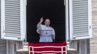 """Il Papa all'Angelus: """"Senza lavoro le famiglie non vanno avanti"""""""