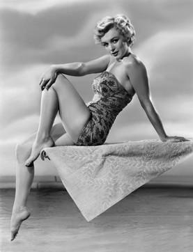 Da Marilyn Monroe a Chiara Ferragni: riecco i costumi da bagno a fiori